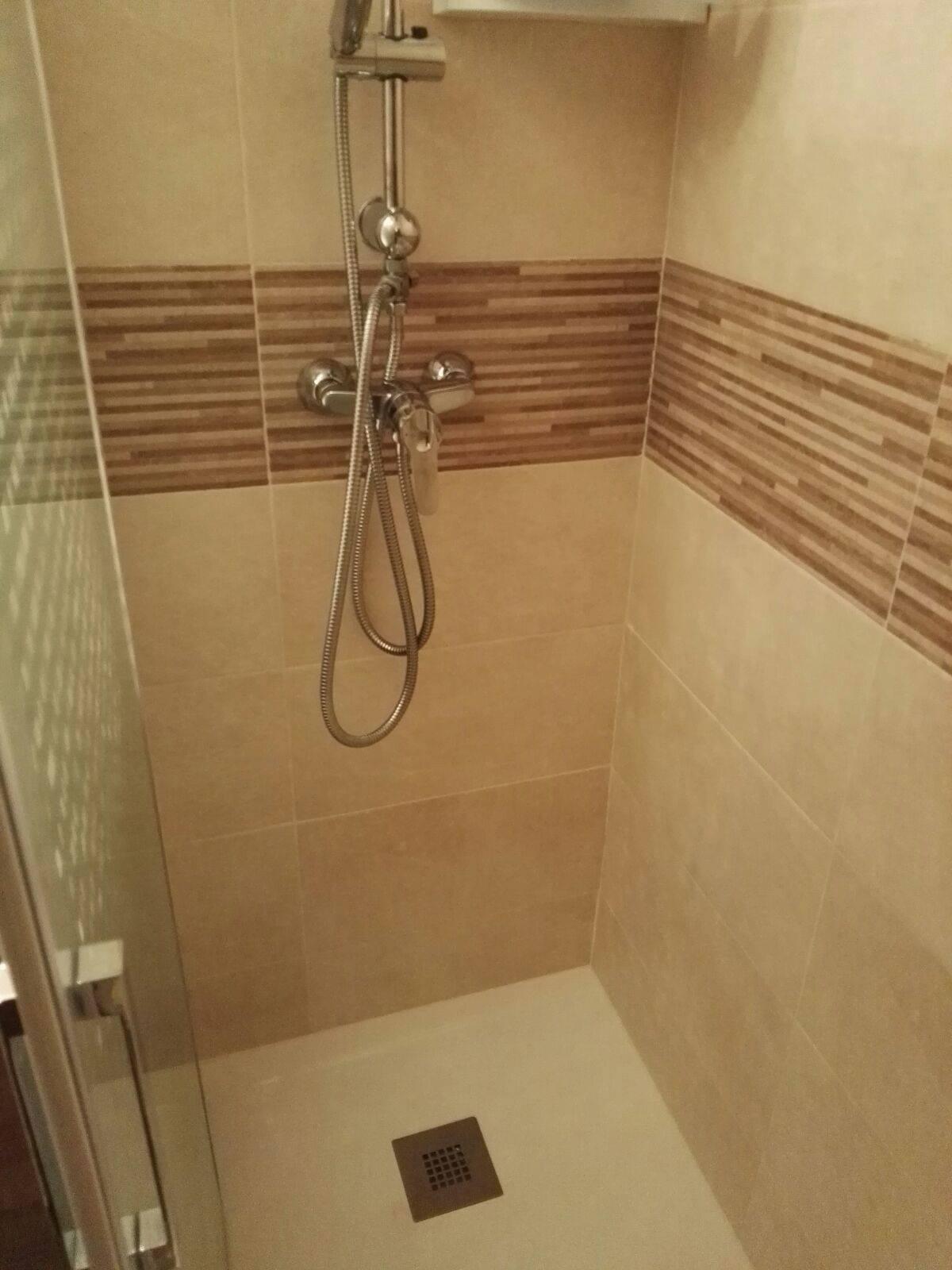 ¿Qué debe de incluir un cambio de bañera por ducha?