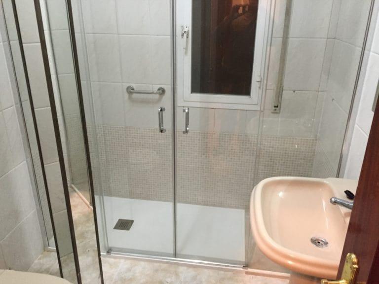 Cambiar bañera por plato de ducha en Pozuelo de Alarcón